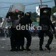 100 Polisi Polresta Pekanbaru Amankan Lokasi Bentrok PKL-Satpol PP