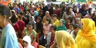 Pegawai Kecamatan Ikut Antrian Sembako Pasar Murah
