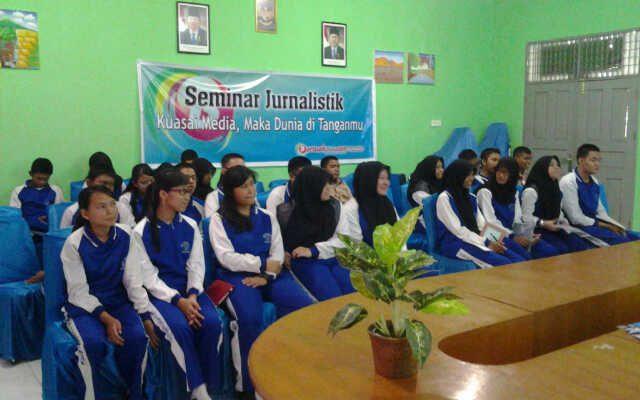 Bertuahpos.com Sosialisasikan Jurnalistik di Sekolah