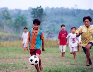 Sekolah Libur, Anak-anak Justru Main di Luar