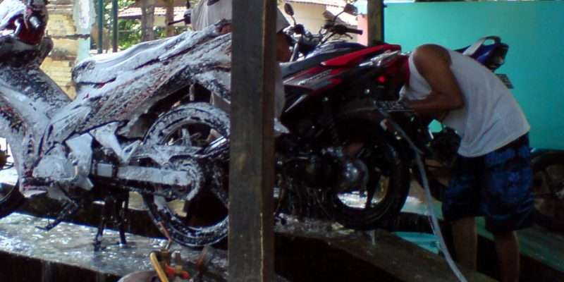 Pengguna Jasa Cuci Motor Meningkat