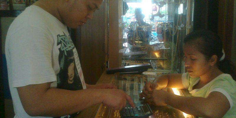 Terlilit Kebutuhan, Tren Penjualan Emas Meningkat