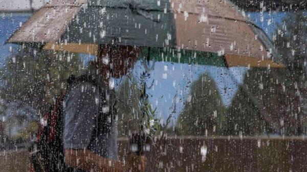 Hujan Disertai Angin Kencang dan Petir Guyur Sebagian Riau