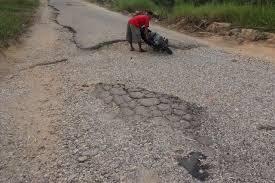 Waduh, Jalan Beton Lintas Timur Retak dan Berlubang