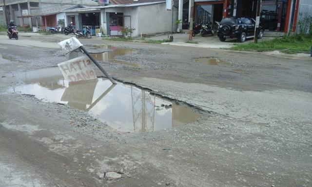 Rawan Kecelakaan, Jalan Rusak di Inhil Tak Kunjung Diperbaiki