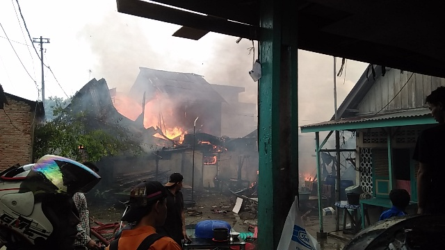 Kebakaran di Jalan Karet, Satu Water Cannon Diturunkan