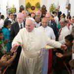 Paus Fransiskus Mengatakan Kebebasan Berpendapat Ada Batasnya