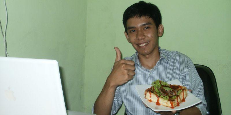 Dengan Roti John, Hafizh Gapai Sukses di Usia Muda