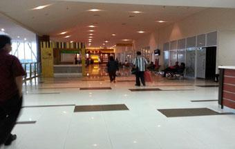 Bandara SSK II Pekanbaru Lengang