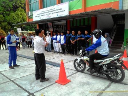 CDN Gelar Edukasi Safety Riding di SMK 1 Muhammadiyah Pekanbaru