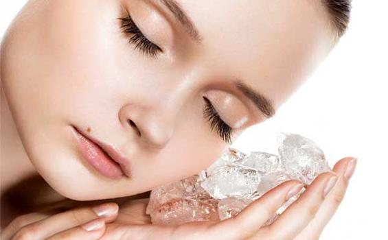 TIPS CANTIK: 4 Manfaat Es Batu untuk Kecantikan