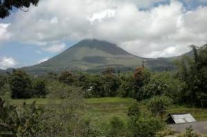 AGEN PERJALANAN Cemaskan Status Bencana Gunung Kelimutu