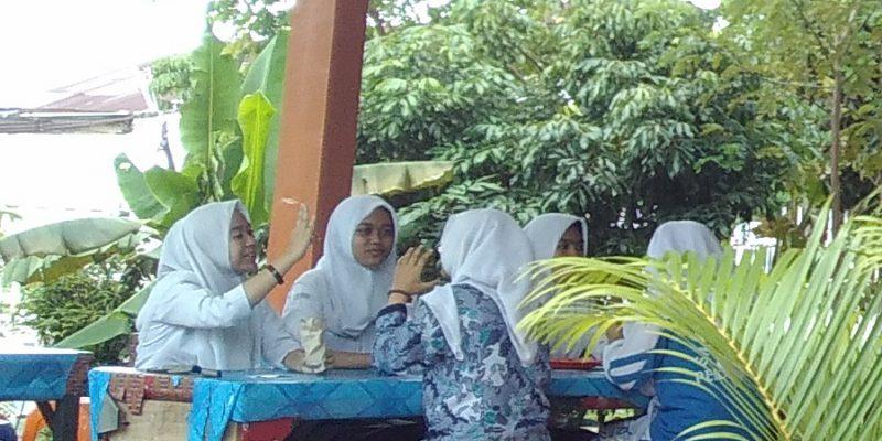 Kantin Sekolah Ini Dikelola Sendiri oleh Para Siswa