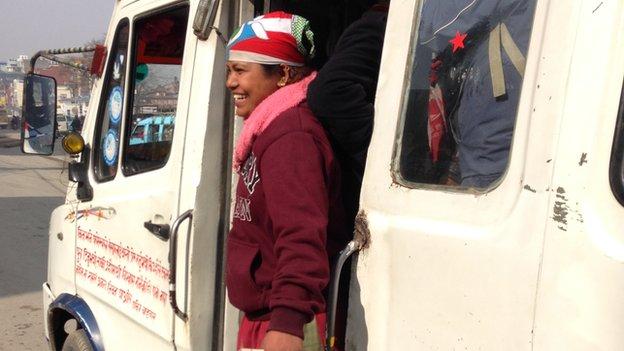 Kathmandu Meluncurkan Minibus Khusus Wanita Untuk Mencegah Pelecehan