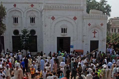 BANDARA INTERNASIONAL: Pakistan Diserang, 26 Tewas