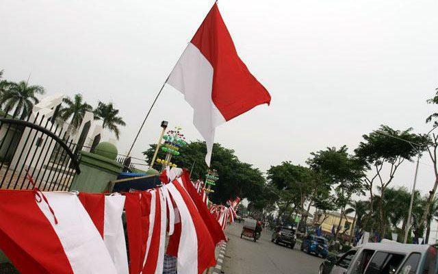 Pedagang Sumringah, Sehari Bisa Laku 150 Bendera
