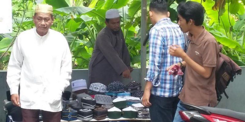 Ramadan Tiba, Pedagang Peci Dapat Berkah
