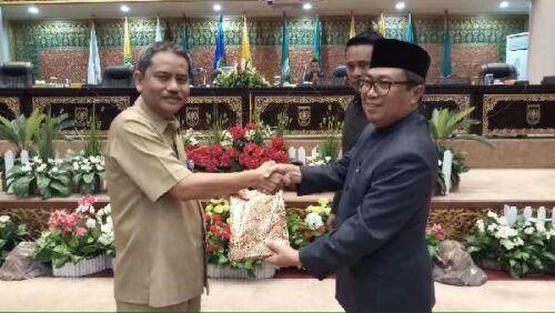 DPRD Riau Terima LKPJ Gubernur Riau