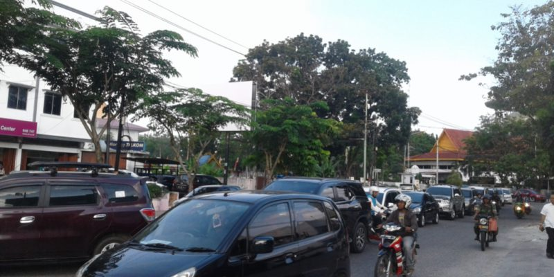 Hiruk Pikuk Klakson, Jalan Ahmad Yani Macet