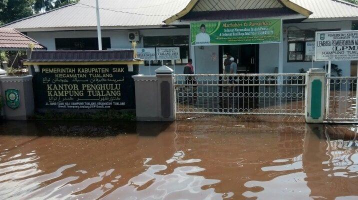 Syamsuar Interuksikan Dinas PU Siak Tangani Banjir Tualang
