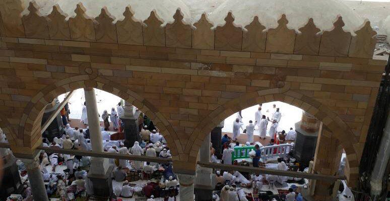 Saat Dini Hari, di Masjid Ini Ratusan Ribu Jamaah Menangis