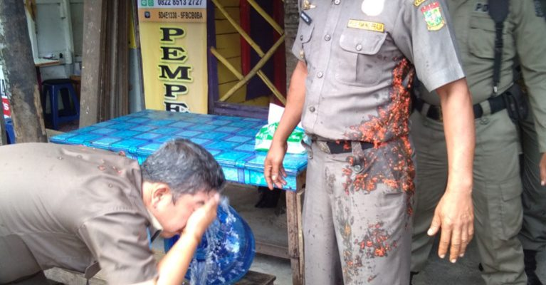 Satpol PP Kampar 'Mandi' Cabe Saat Operasi Warung Makan