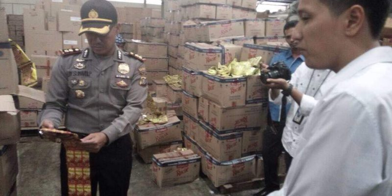 Sidak Indomarco, Petugas Gabungan Pekanbaru Temukan Barang Kadaluarsa