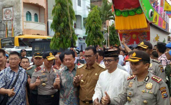 Selepas Sambutan, Kapolda Riau Ikuti Pelepasan Arak-Arakan Replika Kapal Tongkang
