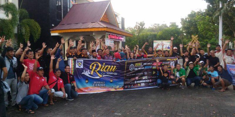 Club Mobil se-Riau Bagikan 2000 Takjil Gratis