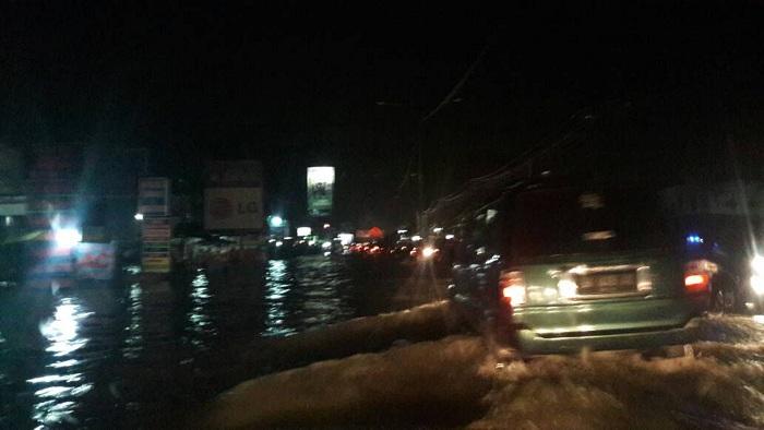 Hujan Guyur Pekanbaru, Jalan Soebrantas Seperti Luapan Danau