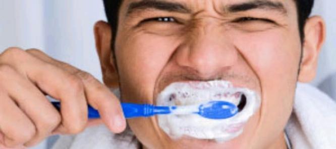 Menggosok Gigi di Siang Hari, Batalkah Puasa Anda? Berikut Dalil dan Penjelasannya