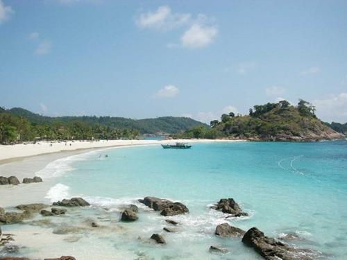 Maksimalkan Potensi Wisata Pulau Jemur, Pemkab Rohil Minta Kemenhubdat Sediakan Kapal Fery