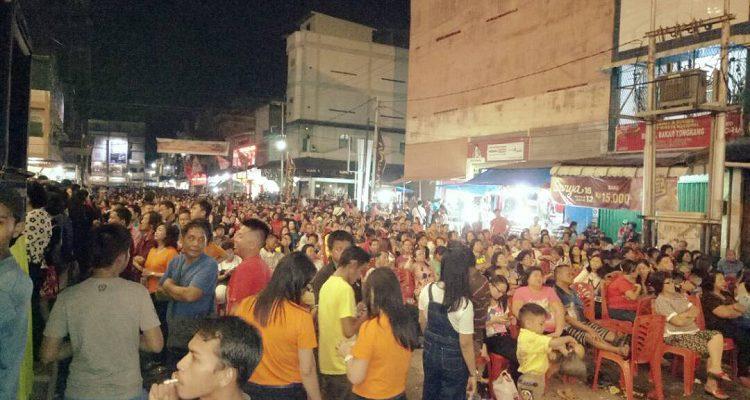 Malam Kesenian Bakar Tongkang, Pusat Kota Bagan Disesaki Penonton