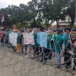 Siang Ini, Kantor DPRD Riau Diserbu Dua Kelompok Massa Mahasiswa