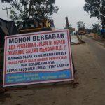 Perbaikan Jalan Rusak, Lalu Lintas KM 17 Pekanbaru-Teluk Kuantan Buka Tutup