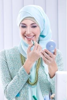 Mengapa Wanita Mempunyai Lebih Dari Satu Warna Lipstik?