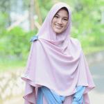 Tampil Lebih Manis, Lengkapi Hijabmu dengan Aksesoris Menarik