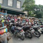 Pengendara Keluhkan Macet, PKL dan Parkir Liar di Samping Mal SKA Jadi Penyebab