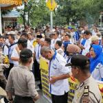 Ketua RT dan RW se Pekanbaru Demo di Depan Kantor Walikota Tuntut Honor yang Belum Dibayar