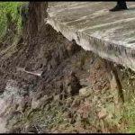 Abrasi Sungai Kuantan Semakin Parah, Jalan dan Rumah Warga Terancam Longsor