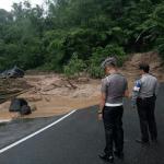 Pasca Tertimbun Longsor, Jalan Lintas Riau-Sumbar Sudah Bisa Dilalui 2 Jalur