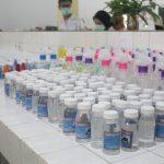 Tim Relawan Covid-19 UNRI Produksi Handsanitizer