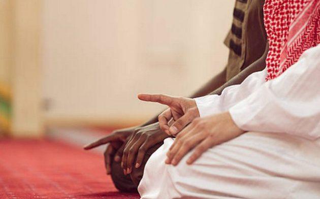 Nabi Muhammad Pernah Bersabda Tidak Boleh Lewat di Depan Orang Salat, Ini Bunyinya