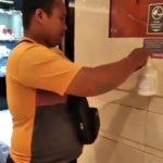 Takut Corona! Pria Ini Oleskan Handsanitizer Gratis ke Sekujur Tubuhnya