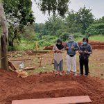 Tanpa Tetangga dan Kerabat, Foto 3 Anak Ini Viral Usai Lepas Jenazah Ibunya yang Wafat karena Corona