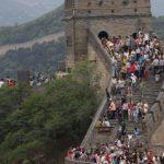 Orang-orang di China Keluar Rumah untuk Berwisata, Tembok China Sudah Dibuka