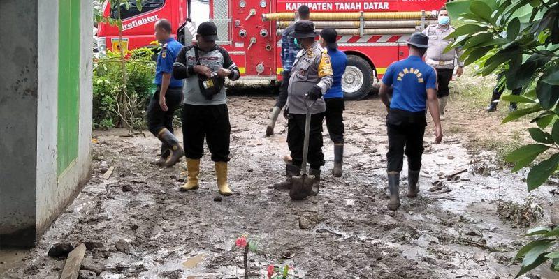 Sehari Pasca Banjir Bandang, Jalan Lintas Paninggahan Malalo Masih Buka Tutup