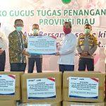 Dukung Gugus Tugas Penanganan Covid-19 di Riau, RAPP dan APR Serahkan Bantuan APD
