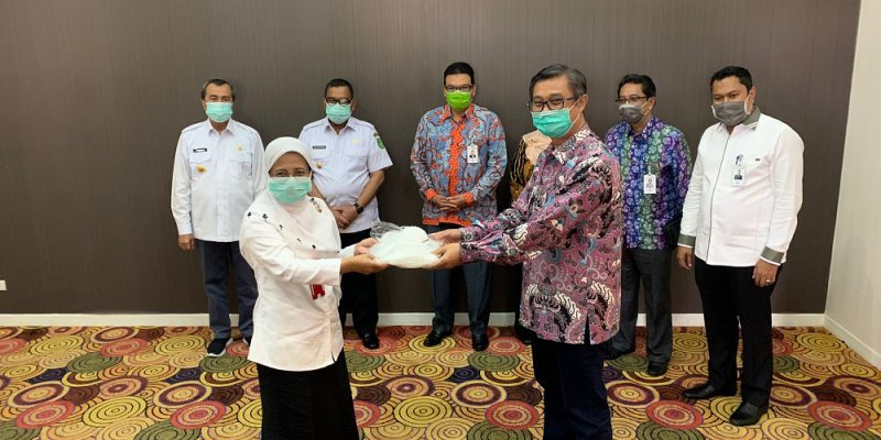 Bersempena HUT ke 54 Bank Riau Kepri Memberikan Bantuan APD, Perlengkapan kesehatan dan penyemprotan Disinfektan