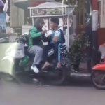Jadi Driver Ojol, Video Ibu Suapkan Anaknya di Atas Motor Ini Viral